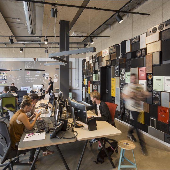 Bremen_next15 - Studio, Redaktionsraum, Arbeitsraum, Küche: Radio Bremen next. Innenraumgestaltung: rauminraum. September 2016